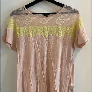 😁light pink tee shirt with yellow and pink lace